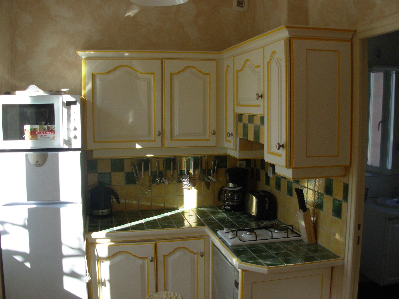 cuisine quip e maison meublee 2 4 pers. Black Bedroom Furniture Sets. Home Design Ideas